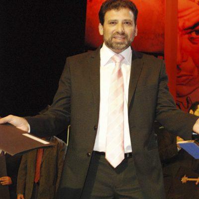 خالد-يوسف-يتسلم-جائزه-المهرجان-القومى-للسينما-2